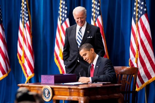 president-obama-signs-the-american-recovery-and-reinvestment-act